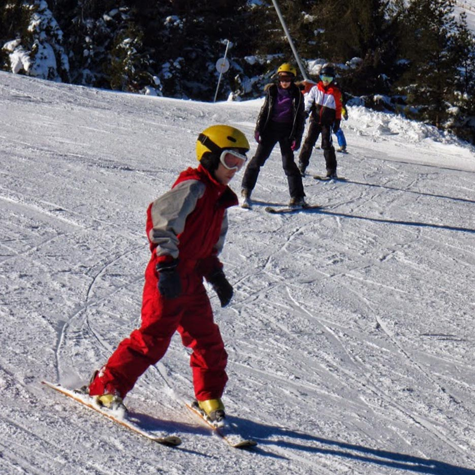Enfant qui ski